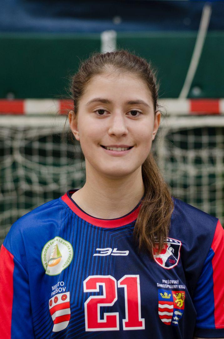 21 - Zuzana Puzderová